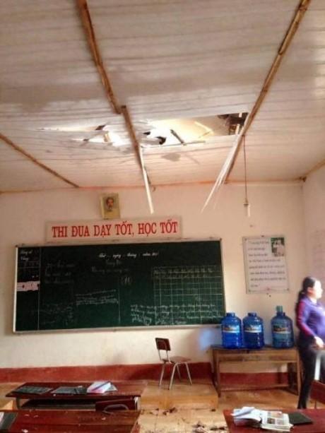 Hà Tĩnh: Bỗng dưng trần nhà đổ sập, gạch vữa rơi như mưa - ảnh 2