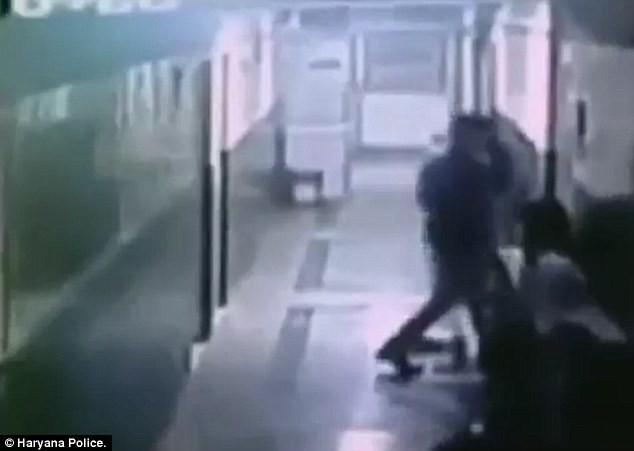 Thiếu nữ bị cưỡng hiếp ngay tại bệnh viện khi vừa sinh con - ảnh 4