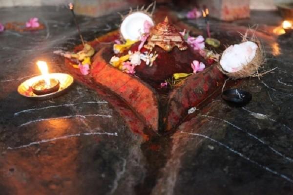 Ngôi đền ở Ấn Độ có phong tục thờ và rước bộ phận sinh dục nữ  - ảnh 1