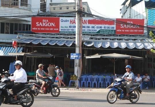 Nha Trang: Nhà hàng 'chặt chém' khách phớt lờ lệnh đình chỉ - ảnh 1
