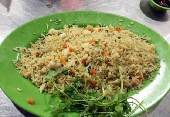 Nha Trang: Nhà hàng 'chặt chém' khách phớt lờ lệnh đình chỉ - ảnh 2