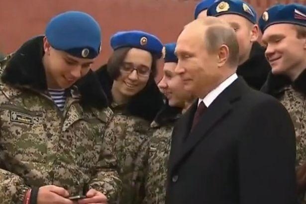 'Rủ rê' ông Putin chụp ảnh tự sướng và cái kết đầy bất ngờ - ảnh 1