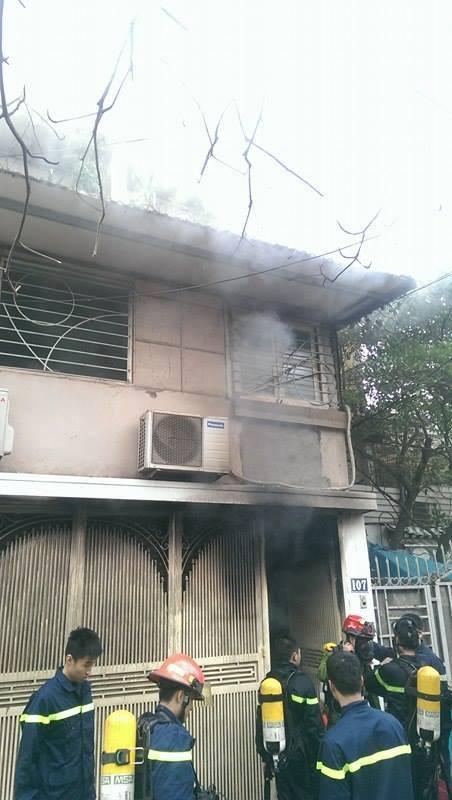 Hà Nội: Cháy dữ dội ở khu tập thể Giảng Võ - ảnh 2