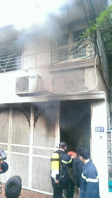 Hà Nội: Cháy dữ dội ở khu tập thể Giảng Võ - ảnh 1