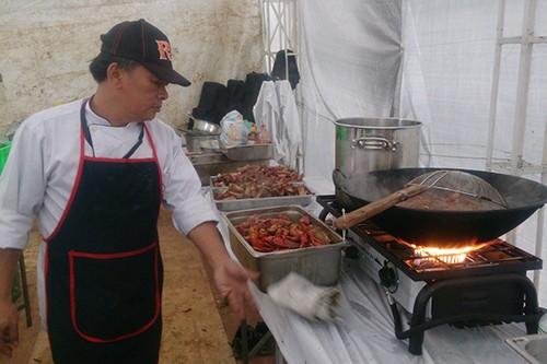 Đầu bếp Việt chuẩn bị 800 suất ăn cho đoàn 'Kong: Skull Island' - ảnh 1