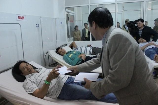 16 người gặp nạn trong vụ lật xe ở Đà Nẵng - ảnh 2
