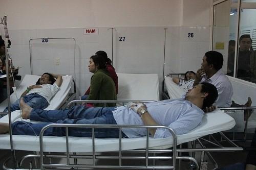 16 người gặp nạn trong vụ lật xe ở Đà Nẵng - ảnh 1