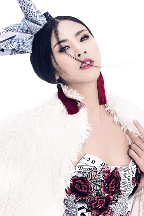 Ngọc Hân diện thời trang 'giấy báo' cực chất khoe vẻ quyến rũ - ảnh 3