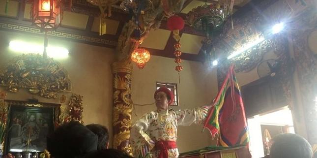 Hoài Linh hầu đồng sau khi bị hãm hại vụ đền thờ Tổ bị dỡ bỏ - ảnh 6