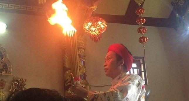 Hoài Linh hầu đồng sau khi bị hãm hại vụ đền thờ Tổ bị dỡ bỏ - ảnh 5