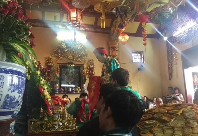 Hoài Linh hầu đồng sau khi bị hãm hại vụ đền thờ Tổ bị dỡ bỏ - ảnh 4