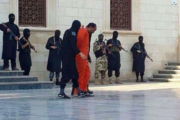 IS tấn công trụ sở an ninh Libya, chặt đầu 11 cảnh sát - ảnh 1