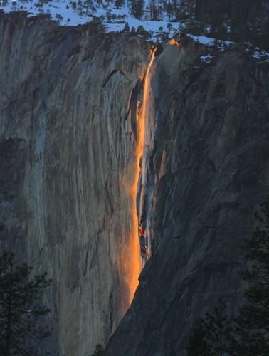 Vẻ đẹp kỳ thú của thác lửa hình đuôi ngựa ở Mỹ - ảnh 5