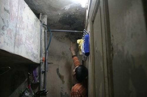 Sống trong sợ hãi dưới chung cư nghiêng dọa sập ở Thủ đô - ảnh 2
