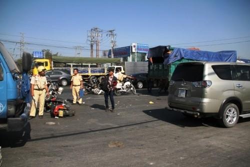 Xe ben 'húc' 7 xe máy khiến nhiều người bị thương - ảnh 7