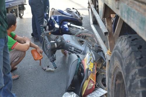 Xe ben 'húc' 7 xe máy khiến nhiều người bị thương - ảnh 3