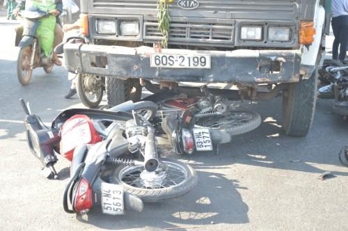 Xe ben 'húc' 7 xe máy khiến nhiều người bị thương - ảnh 2
