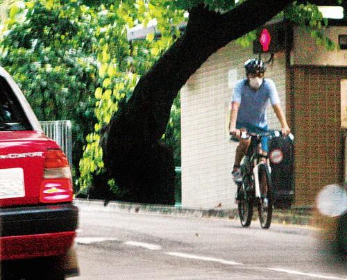 Châu Tinh Trì - 'quái nhân' thích rong ruổi trên phố với xe đạp - ảnh 8