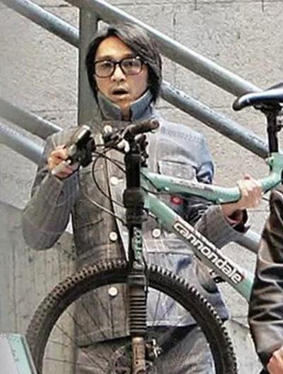 Châu Tinh Trì - 'quái nhân' thích rong ruổi trên phố với xe đạp - ảnh 6