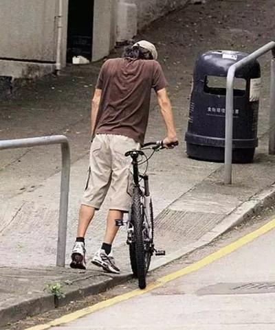 Châu Tinh Trì - 'quái nhân' thích rong ruổi trên phố với xe đạp - ảnh 3
