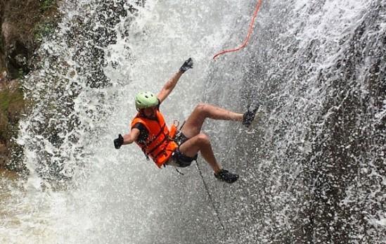 Chơi trò chơi mạo hiểm, 3 du khách tử vong tại thác Datanla - ảnh 2