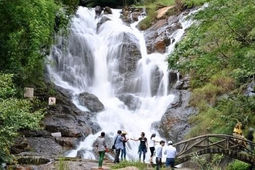 Chơi trò chơi mạo hiểm, 3 du khách tử vong tại thác Datanla - ảnh 1