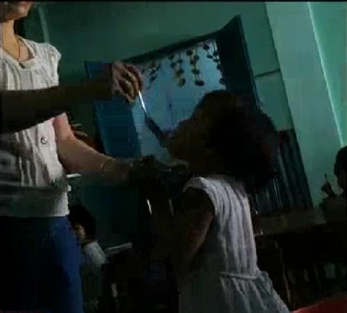 Giáo viên mầm non dùng tay, muỗng inox đánh trẻ trong giờ ăn - ảnh 2