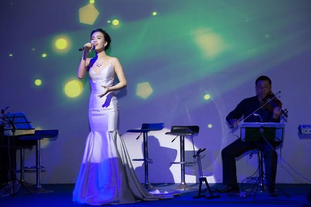 Ái Phương diện cây hàng hiệu tiền tỷ lộng lẫy ra mắt MV ca nhạc - ảnh 2