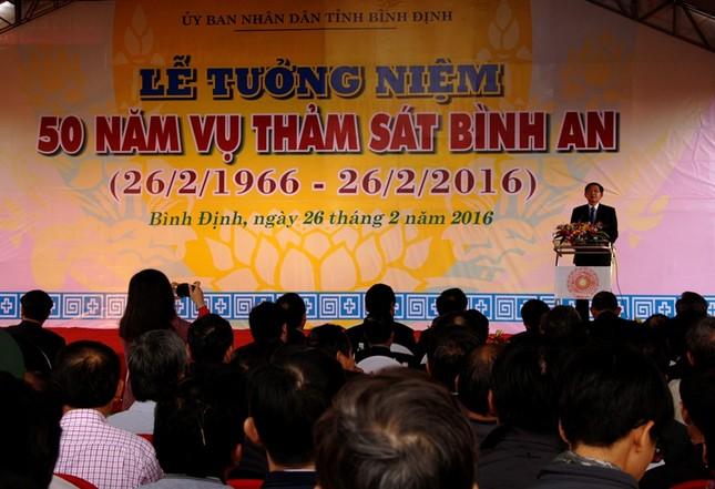 Giáo sư HQ quỳ gối xin lỗi hơn 1.000 người bị sát hại ở Bình Định - ảnh 1