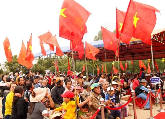 Giáo sư HQ quỳ gối xin lỗi hơn 1.000 người bị sát hại ở Bình Định - ảnh 5
