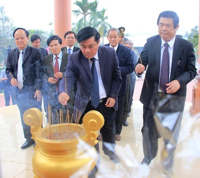 Giáo sư HQ quỳ gối xin lỗi hơn 1.000 người bị sát hại ở Bình Định - ảnh 7