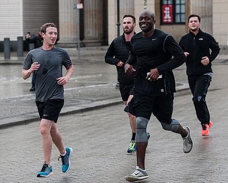 Bị IS dọa giết, Mark Zuckerberg cho vệ sĩ 'vây quanh tứ bề' - ảnh 2