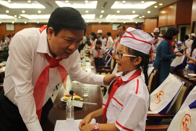 Bí thư Thành ủy Đinh La Thăng mong làm bạn với học sinh - ảnh 5