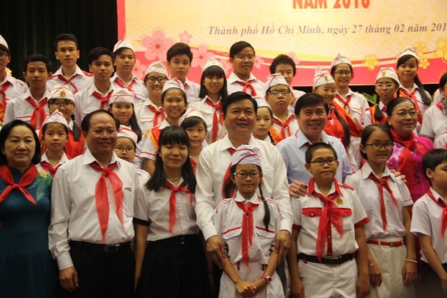Bí thư Thành ủy Đinh La Thăng mong làm bạn với học sinh - ảnh 6