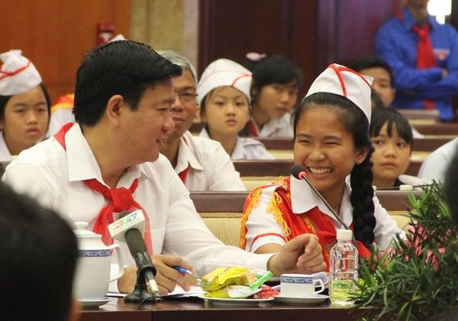 Bí thư Thành ủy Đinh La Thăng mong làm bạn với học sinh - ảnh 1