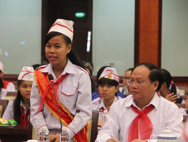 Bí thư Thành ủy Đinh La Thăng mong làm bạn với học sinh - ảnh 2
