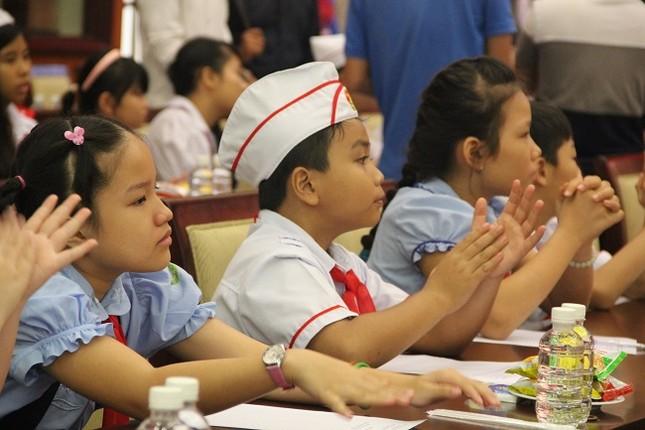 Bí thư Thành ủy Đinh La Thăng mong làm bạn với học sinh - ảnh 3