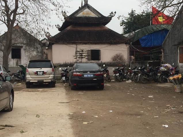 Trái lệnh Thủ tướng, nhiều xe công vẫn vãn cảnh, thăm đền  - ảnh 3