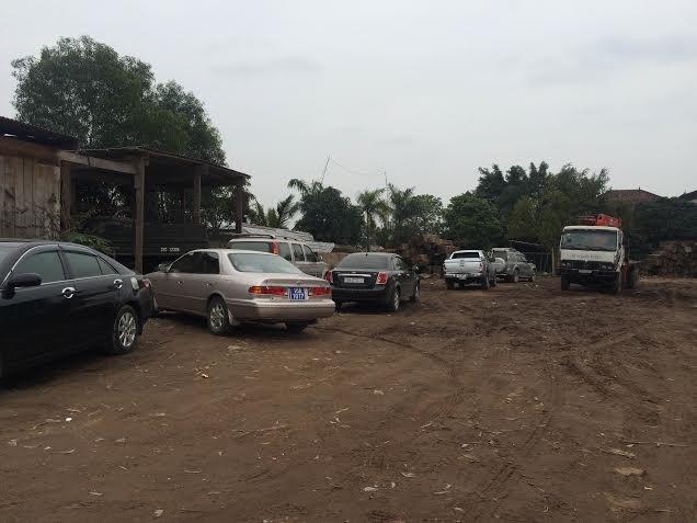 Trái lệnh Thủ tướng, nhiều xe công vẫn vãn cảnh, thăm đền  - ảnh 4