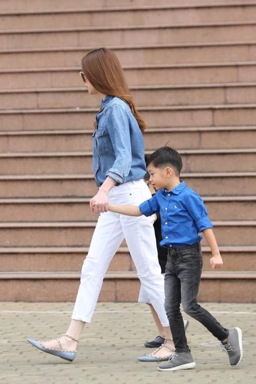 Hà Hồ - Cường Đô la nắm tay con trai giữa bão scandal - ảnh 1