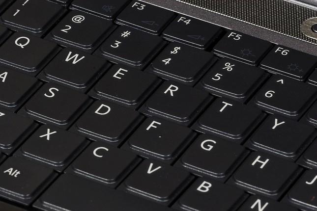 Vì sao bàn phím máy tính không xếp theo thứ tự ABC mà là QWERTY? - ảnh 1