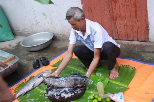 Ngon 'nức nở' niêu cá kho có giá lên đến chục triệu đồng - ảnh 1
