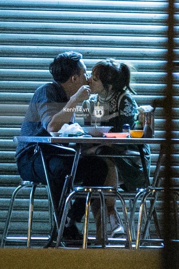 Trấn Thành và Hari Won hôn nhau say đắm giữa đêm - ảnh 12