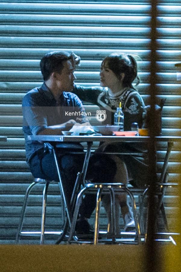 Trấn Thành và Hari Won hôn nhau say đắm giữa đêm - ảnh 14
