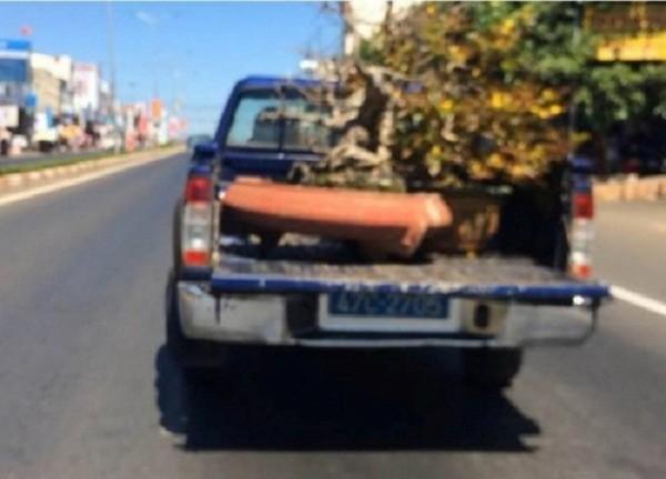 Đắk Lắk yêu cầu báo cáo vụ 'xe công an chở quà Tết chạy ẩu' - ảnh 1