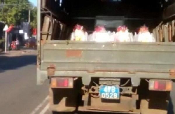 Đắk Lắk yêu cầu báo cáo vụ 'xe công an chở quà Tết chạy ẩu' - ảnh 2