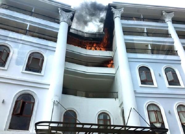 Cháy khách sạn lớn nhất Đà Lạt, hàng nghìn công nhân hoảng loạn - ảnh 1