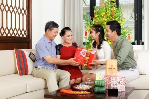 Gợi ý quà ra mắt bố mẹ người yêu dịp Tết - ảnh 2