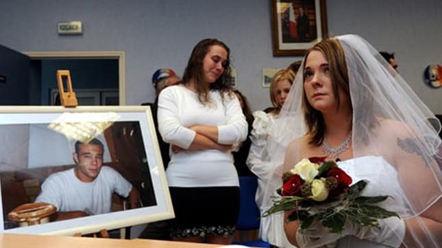 Chuyện lạ: Được phép cưới người chết ở Pháp - ảnh 1