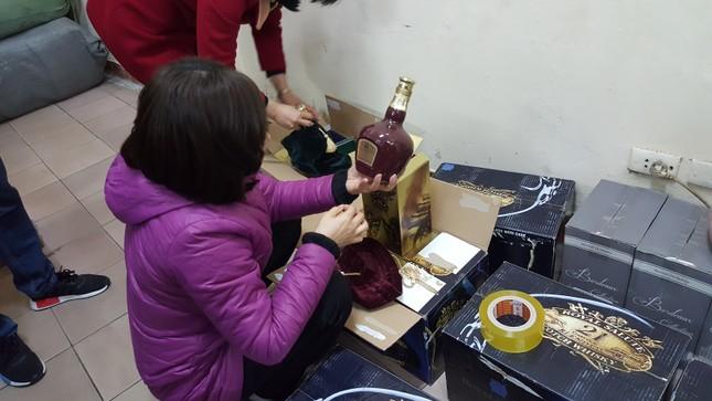 Rượu giả lũng đoạn thị trường Tết Bính Thân - ảnh 1